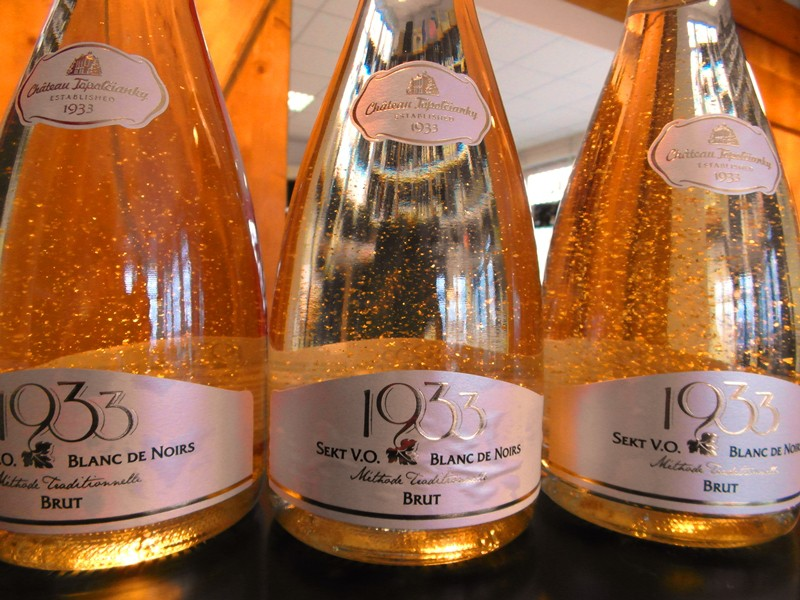 Ochutnajte novinku sekt Blanc de Noirs - Chateau Topoľčianky s 23 karátovým zlatom